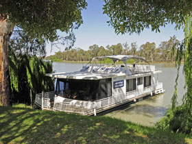 Moving Waters Self Contained Moored Houseboat - Kempsey Accommodation