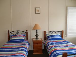 Walsh Cottage - Kempsey Accommodation