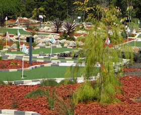 18 Hole Mini Golf - Club Husky - Kempsey Accommodation