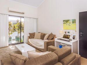 Home Apartment - Perth City Centre - Free WiFi - Kempsey Accommodation
